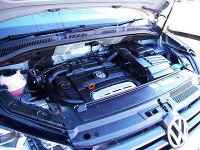 ★1.4リットルの TSIツインチャージャーエンジン(ターボ+スーパーチャージャー)は150馬力(カタログ値)を発揮。 ★低燃費と力強いトルクを実現したバランスのエンジンです♪
