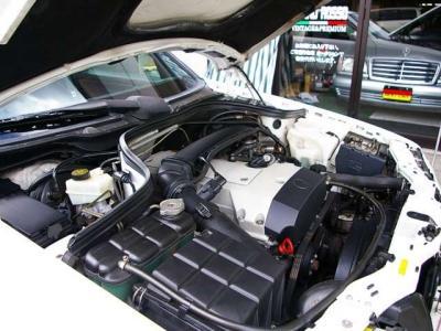 ★2リッターの直列4気筒DOHCエンジンは最大出力136psと最大トルク19.4kg・m(共にカタログ値)を発揮。 ★低速トルクが太く日常のドライブも非常にスムーズにこなします♪