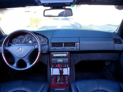 ★高級感溢れるウォールナットとナッパレザーを組み合わせたインテリアはゴージャスかつシンプルな美しさ♪ ★名車「R129型SL」を貴方のガレージにお迎え下さい♪♪♪