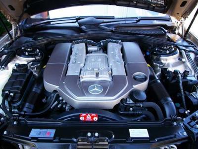 ★最大出力500ps/6100rpmと最大トルク71.4kg・m/2750〜4000rpm(カタログ値)を発揮するAMGチューンのV型8気筒スーパーチャージャーエンジンを搭載。低速から溢れ出るビッグトルクで力強い走りを実現♪