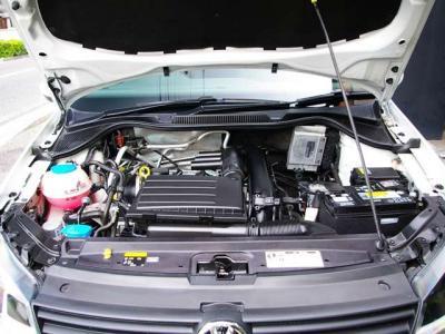 ★1.2リッターの直列4気筒DOHC16バルブICターボエンジンを搭載。 ★アイドリングストップ・7速ATで小気味良い走りと低燃費を実現♪