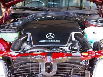 ★AMGによってチューニングされた4300ccのV8エンジンは、最大出力306馬力&最大トルク41.8kgmを発揮♪ ★軽量なCクラスのボディを豪快にスピードに乗せていきます♪