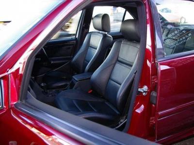 ★BLACK×BLACKのステッチ入りAMGスポーツシートを装備(電動・シートヒーター付)♪ ★気になる擦れやキズもなくコンディション良好です♪