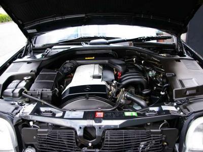 ★最大出力:235馬力/5,600rpmと最大トルク:32.8kgm/3750rpm(カタログ値)を発揮する人気の直列6気筒DOHCエンジン♪ ★吹き上がりもスムーズ、その軽快なツインカムサウンドも魅力ですね♪
