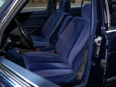 ★ブルーのベロアシートはホールド性もよく、長距離を走っても疲れません♪ ★左右シートとも電動調整式で、コンディションも良好です♪ ★さあ、「歴代名車」と暮らす楽しい人生、始めませんか(*^_^*)!!