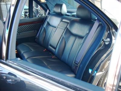 ★リアシートの快適性と余裕の広さはW140のロングボディならでは。 ★シートヒーター&電動調整リクライニング機能の付いた本革です。使用感も無く、素晴らしいコンディションです♪