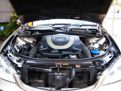★最大出力387馬力と最大トルク54.0kg・m(カタログ値)を発揮する5.5リッター V8DOHCエンジンを搭載。 7速ATとの組み合わせでスムーズでトルクフルな走りをお楽しみください♪