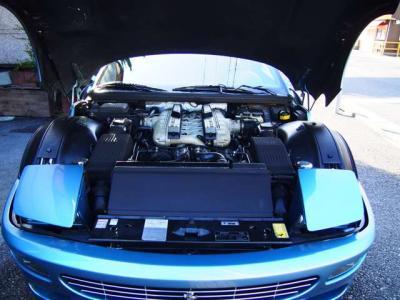 ★オールアルミニウム製65度V型12気筒DOHC48バルブの5473ccエンジンは、最大出力は442ps、最大トルクは56.0kgm(カタログ値)を発生♪