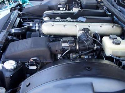 ★フェラーリの市販車としては初の6速マニュアル車。 大排気量のV12気筒が奏でるバリトンの共鳴サウンドも魅力です♪