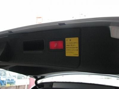★トランクはボタンひとつで開閉が可能ですよ!!★