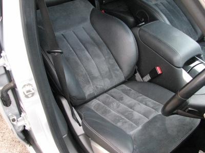 ★使用頻度の多い運転席シートはご覧のとおりのキレイさ!!★