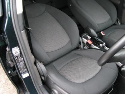 ★使用頻度の一番多い運転席シートはご覧のとりのキレイさ!!★