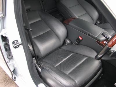 ★使用頻度の一番多い運転席シートはご覧のとおりのキレイさ!!★
