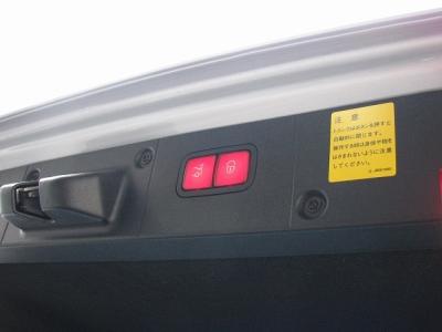 ★トランクはボタンひとつで開閉可能なパワートランクを装備!!★