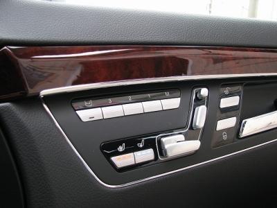 ★左右フロントシートはシートヒーターだけではなくベンチレーターも装備!!★