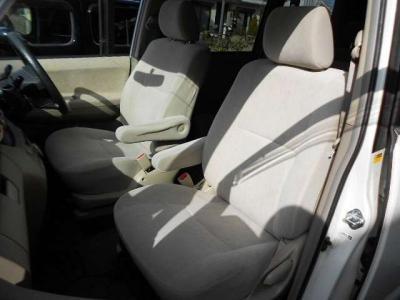 ☆目立つヘタリ感やダメージなど無く綺麗な運転席シートです!