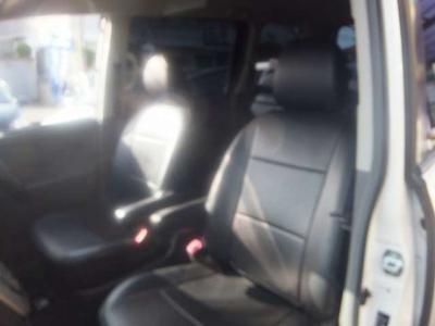 ☆黒革調シートカバーが付いてます!目立つヘタリ感やダメージなど無く綺麗な運転席シートです!