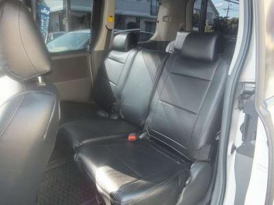 ☆黒革調シートカバー付いてます!ゆったりと乗れる後席シートです!