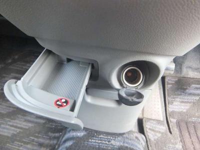 ☆禁煙車です!収納もタップリあります!便利ですね!!内装はキレイですが、納車前にさらにクリーニング施工いたします!