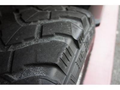 タイヤの山はあまり有りませんが、格安にてご希望のタイヤと交換も可能です!お気軽にお問合せください!