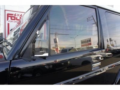 運転席・助手席ドアガラスもネオクラシック専用設計です!開閉式のミニガラスが付いています!