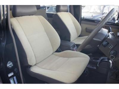 状態の良い運転席・助手席シート!社外シートカバー等で、汚れを隠したりしていません!第三者GOO鑑定においても、内装5点満点付いています!