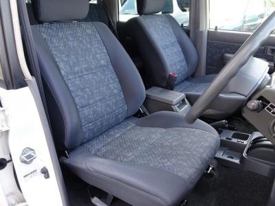 状態の良いフロントシート!社外シートカバー等で、汚れを隠したりしていません!第三者GOO鑑定においても、内装5点満点付いています!