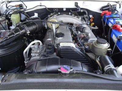 弊社ではエンジン型式(1HZ4200ディーゼル)・内装状態・下廻り状態に特にこだわって、車輛選びをしています!後悔しない車輛選びのお手伝いをさせて頂ければと思います!ご来店お待ちしています!