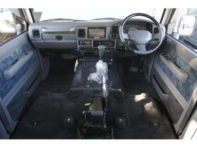 この車輛の仕上げ作業中です。フロントシートを外して、除菌消臭しています!簡易的なものではなく、スプレーガンにて散布しております!