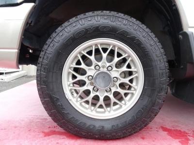 純正アルミホイール&TOYOオープンカントリーAT 245/70R16タイヤ装着!アルミホイールの腐食もありません!