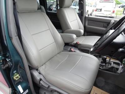 状態の良い肘掛付きフロントシート!第三者GOO鑑定においても、内装4点付いています!