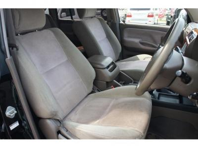 高級感ある運転席エクセーヌ生地シート!社外シートカバー等で、汚れを隠したりしていません!
