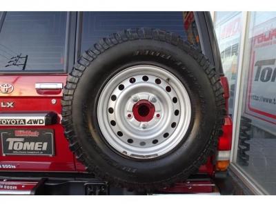 背面ホイールも同サイズの235/85R16マッドタイヤが装着されています!