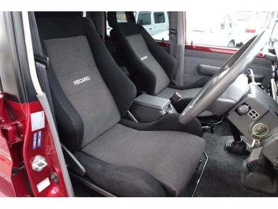 運転席&助手席はレカロシートが装着されています&長距離ドライブには、とても助かりますよ!第三者GOO鑑定においても、内装5点満点付いています!