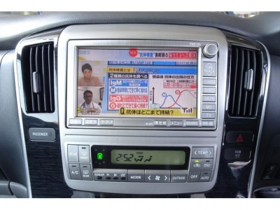 TOYOTAメーカー8インチHDDナビ&フルセグTV付!TVキャンセラー付ですので、走行時にも視聴可能です!前後コーナーセンサーまで付いていますよ!