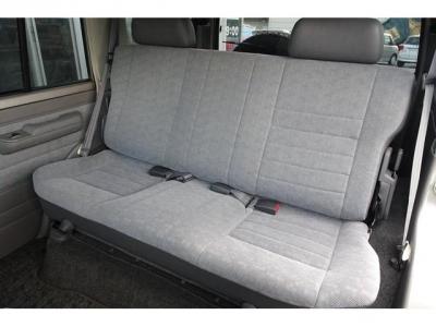 状態の良いセカンドシート!社外シートカバー等で、汚れを隠したりしていません!日本自動車鑑定協会による鑑定においても、内装4点付いています!