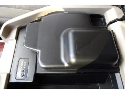 センターコンソール内には、クールBOXも付いています&とても良く冷えます!装着されている車輌は少なく、希少ですよ!