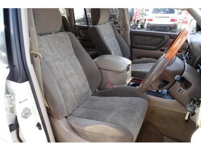 状態の良い運転席パワーシート&シートヒーター付!社外シートカバー等で、汚れを隠したりしていません!第三者GOO鑑定においても、内装4点付いています!