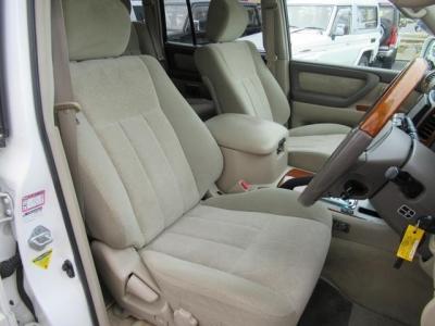 状態の良い運転席シート!社外シートカバー等で、汚れを隠したりしていません!第三者GOO鑑定においても、内装5点満点付いています!