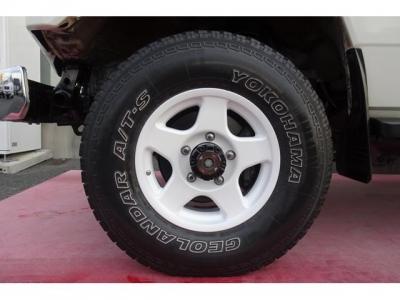 ブラッドレーV16インチアルミホイール5本&ヨコハマ ジオランダーAT−S 235/85R16ホワイトレタータイヤ装着!アルミホイールの腐食もありませんよ!