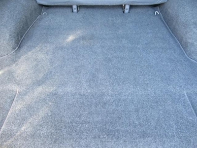 ラゲッジスペースフロアカーペットの状態もキレイです!