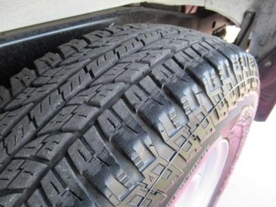 タイヤの山もまだありますが、新品交換・タイヤサイズ変更等の相談も乗りますので、お気軽にお問い合わせください。
