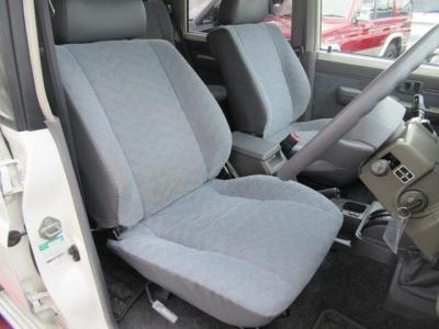 状態の良い運転席シート!社外シートカバー等で、汚れを隠したりしていません!第三者GOO鑑定においても、内装5満点付いています!