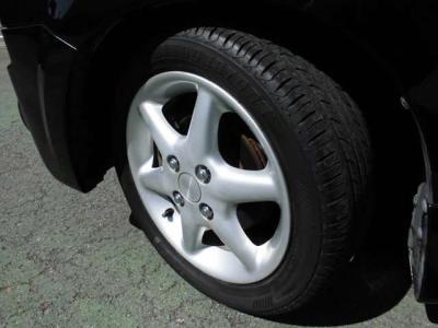 タイヤ溝たっぷり!ホイールは純正になります!