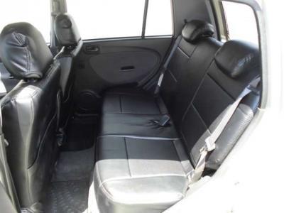 後部座席は意外と広いんです
