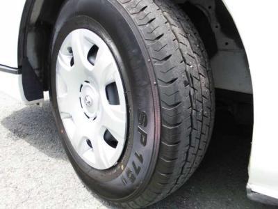 タイヤは交換したばかりのバリ山です