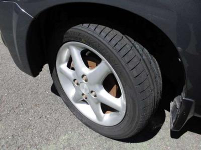 純正アルミホイール・タイヤ4本新品交換致します