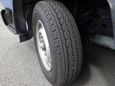 タイヤ溝たっぷりです