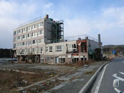 鮎川港の鉄筋建て建物です!津波は3階まで到達しておりました!