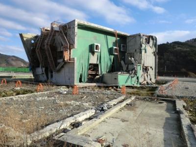 鉄筋コンクリートの建物です!津波に威力を思い知らされる画像です!